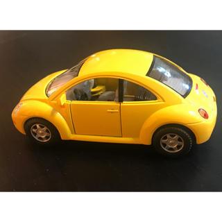 フォルクスワーゲン(Volkswagen)のKiNSMART フォルクスワーゲン ニュービートル 1:32 レプリカ(ミニカー)