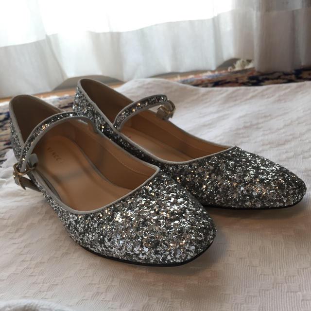 日本未上陸 🌹VINCCIシルバーラメ ストラップパンプス レディースの靴/シューズ(ハイヒール/パンプス)の商品写真