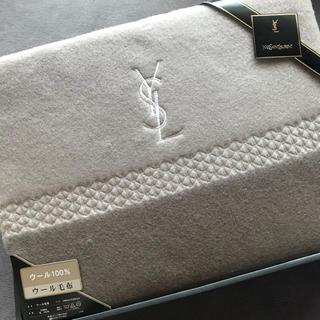 イヴサンローランボーテ(Yves Saint Laurent Beaute)のウール100パーセント 毛布 イブサンローラン (毛布)