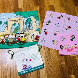 スヌーピー(SNOOPY)の新品 スヌーピーハンカチ、コップ袋セット(キャラクターグッズ)