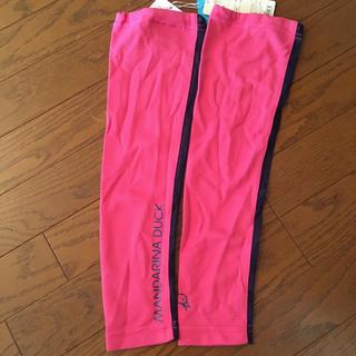 マンダリナダック(MANDARINA DUCK)の新品未使用★MANDARINA DUCK  アームカバー 濃ピンク フリーサイズ(ウエア)
