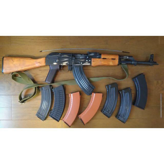 CYMA製 AKM (リアルウッドバージョン、ダメージ加工)