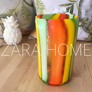 ザラホーム(ZARA HOME)の5月末まで♡ トロピカル柄 ガラス花瓶 ZARAHOME(花瓶)