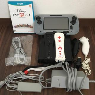 ウィーユー(Wii U)のwiiu 32GB リモコン2つ ヌンチャク2つ ソフト付き(家庭用ゲーム本体)