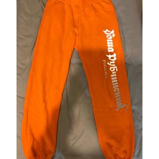コムデギャルソン(COMME des GARCONS)のゴーシャラブチンスキー   スウェットパンツ オレンジ XS (その他)