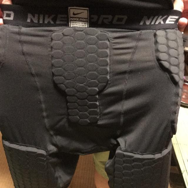 NIKE(ナイキ)の最終価格ナイキ プロテクター スポーツ/アウトドアのスノーボード(ウエア/装備)の商品写真
