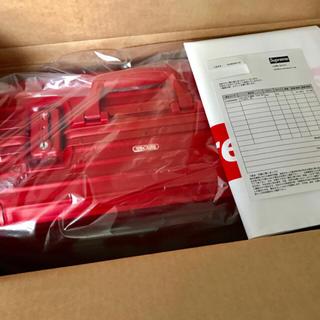 シュプリーム(Supreme)の【送料無料】Supreme×RIMOWA Red 45L 新品未使用 (トラベルバッグ/スーツケース)