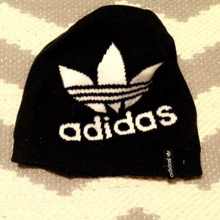 アディダス(adidas)のadidasのニット帽(ニット帽/ビーニー)