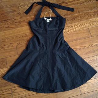 ミッシェルクラン(MICHEL KLEIN)の黒のパーティードレス!黒のワンピース(ミディアムドレス)