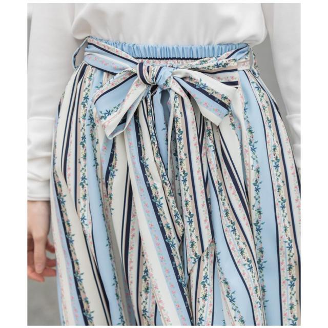 tocco(トッコ)の新品tocco  レトロフレンチガーリーな小花ライン×マルチストライプスカート レディースのスカート(ひざ丈スカート)の商品写真