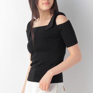 ストロベリーフィールズ(STRAWBERRY-FIELDS)のショルダー リボン 黒 STRAWBERRYFIELDS(Tシャツ(半袖/袖なし))