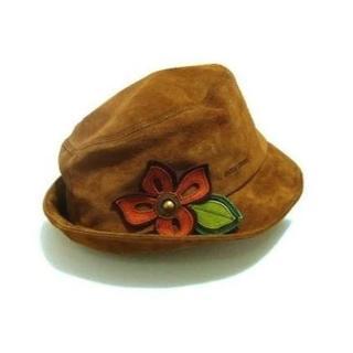 ミュウミュウ(miumiu)のMIUMIU コサージュ付きスエードハット ブラウン系 帽子 新品  G12(ハット)