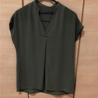 ジーユー(GU)のグリーン様 GU スキッパーシャツ カーキ(シャツ/ブラウス(半袖/袖なし))