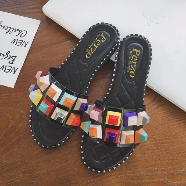 FENDI好きな方に⭐カラフルスタッズサンダル フェンディ好きな方 レディースの靴/シューズ(サンダル)の商品写真