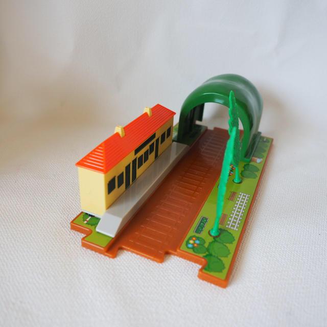 Takara Tomy(タカラトミー)のトミカ トーマス つながる線路 セット キッズ/ベビー/マタニティのおもちゃ(電車のおもちゃ/車)の商品写真