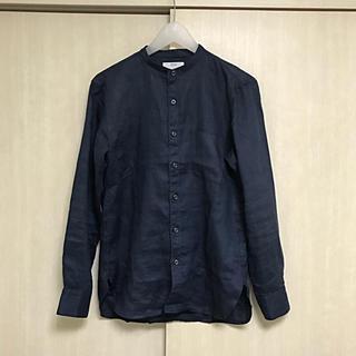 ユニクロ(UNIQLO)のユニクロ リネン  麻 シャツ バンドカラー  ノーカラー s ネイビー 無地(シャツ)