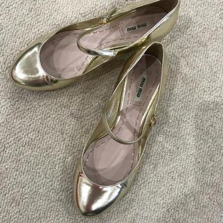 ミュウミュウ(miumiu)のmiu miuメリージェーンフラットシューズ(ローファー/革靴)