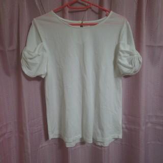 シマムラ(しまむら)の新品未使用  しまむら  白カットソー半袖 フリル袖 M(カットソー(半袖/袖なし))