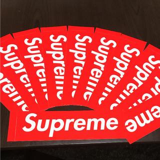 シュプリーム(Supreme)の【縦5.7cm横20.4cm全体】Supreme box ロゴ ステッカー(ステッカー)
