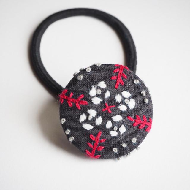 幾何学模様の刺繍ヘアゴム ハンドメイドのアクセサリー(ヘアアクセサリー)の商品写真