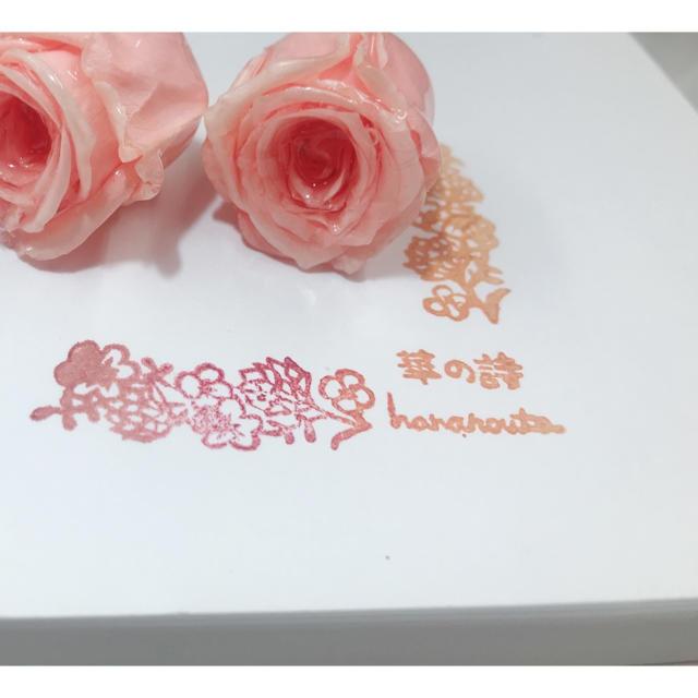 サーモンピンクバラのピアス ハンドメイドのアクセサリー(ピアス)の商品写真