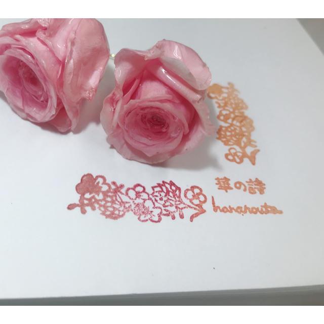 ピンクのバラピアス ハンドメイドのアクセサリー(ピアス)の商品写真