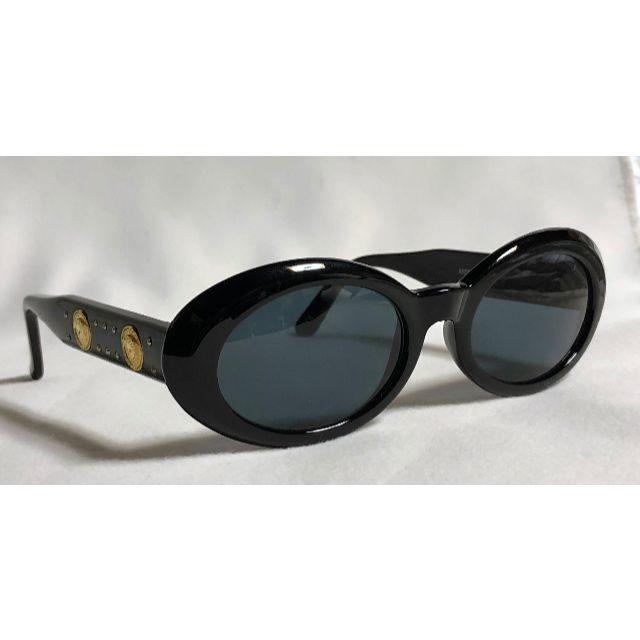Gianni Versace(ジャンニヴェルサーチ)の正規新古 ヴェルサーチ ヴィンテージ 2連メデューサロゴ×スタッズ サングラス黒 メンズのファッション小物(サングラス/メガネ)の商品写真