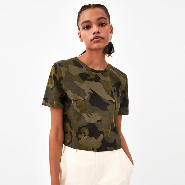 ZARA(ザラ)のZARA プリントクロップドTシャツ カモフラ 迷彩 レディースのトップス(Tシャツ(半袖/袖なし))の商品写真