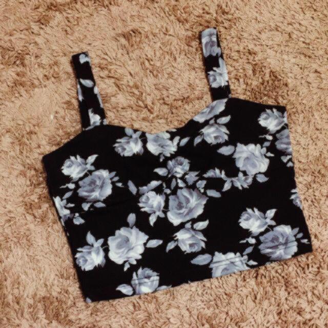 しまむら(シマムラ)のビスチェ*花柄*美品 レディースのトップス(カットソー(半袖/袖なし))の商品写真