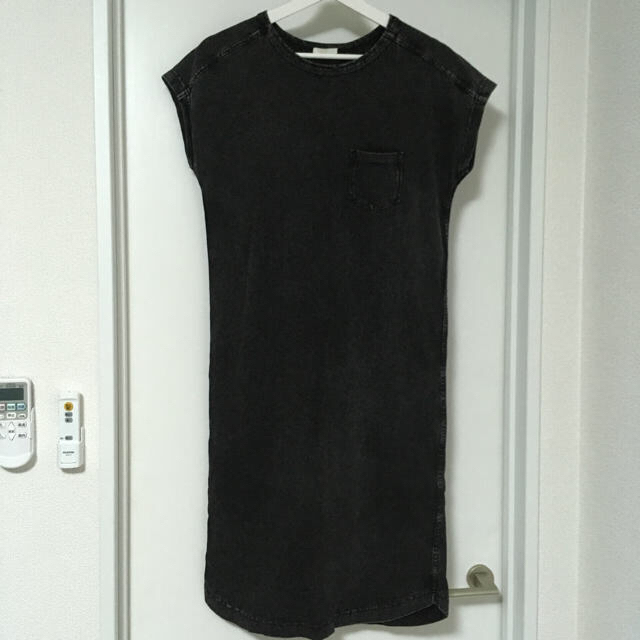 GU(ジーユー)の綿100 黒 デニム風 GU M  レディースのワンピース(ロングワンピース/マキシワンピース)の商品写真