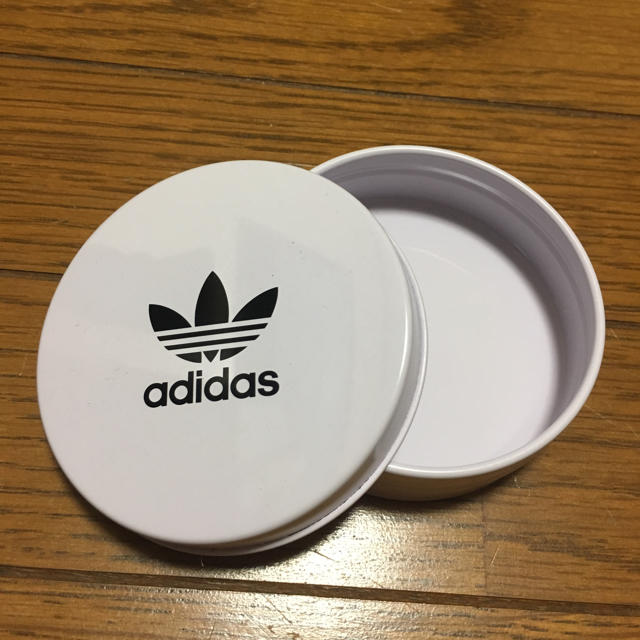 adidas(アディダス)のアディダス 缶 インテリア/住まい/日用品のインテリア小物(小物入れ)の商品写真