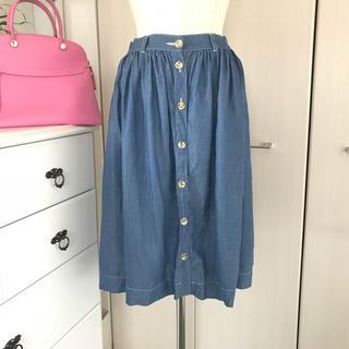 チェスティ(Chesty)の美品チェスティ  ミディ丈ゴールドボタンデニム風スカート(ひざ丈スカート)