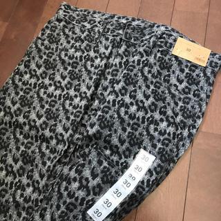 ジーユー(GU)のカラージーンズ 黒豹 新品 タグ付(その他)