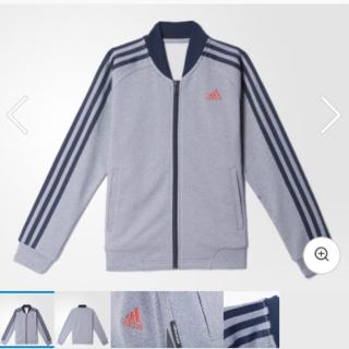 アディダス(adidas)の【adidas アディダス】デニム風ジャージ(ノーカラージャケット)