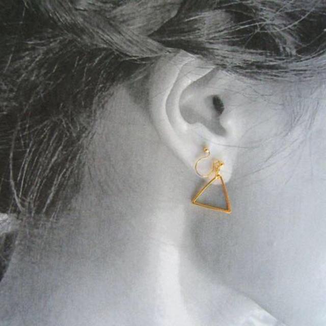 三角ノンホールピアス レディースのアクセサリー(イヤリング)の商品写真