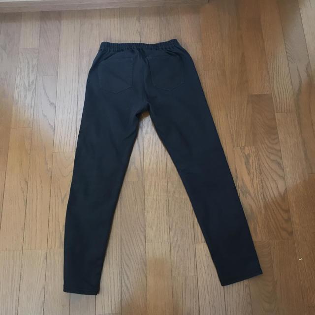 GU(ジーユー)のGU ゴムパンツ  ブラック レディースのパンツ(スキニーパンツ)の商品写真