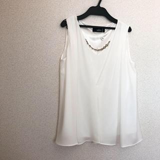 サリア(salire)のsalire 飾ネックレス付トップス(カットソー(半袖/袖なし))