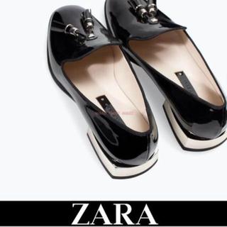 ザラ(ZARA)のエナメルタッセルローファー(ローファー/革靴)
