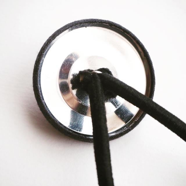 くるみボタンの刺繍ヘアゴム【パンジー】 ハンドメイドのアクセサリー(ヘアアクセサリー)の商品写真