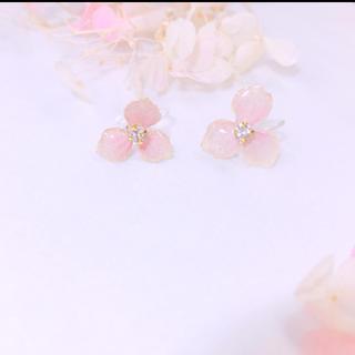 本物のお花アクセ゚+小さな紫陽花ノンホール(イヤリング)