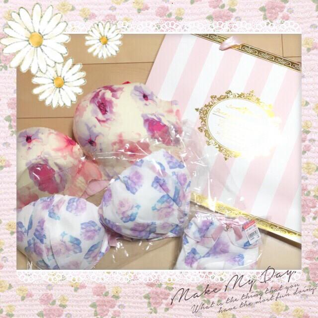 aimer feel(エメフィール)の【ちびぷぅ様専用】女の子らしい花柄デザインのブラSETでモテ女子に(*^^*)♡ レディースの下着/アンダーウェア(ブラ&ショーツセット)の商品写真