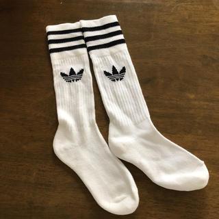 アディダス(adidas)のadidas。ラインソックス(ソックス)