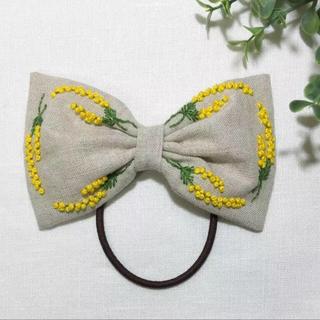 [chi様 専用] 刺繍 リボンのヘアゴム  ミモザ No.4(ヘアアクセサリー)