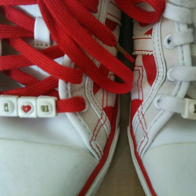 adidas(アディダス)のadidas♡赤ハート柄レアスニーカー レディースの靴/シューズ(スニーカー)の商品写真