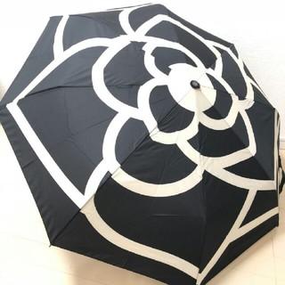 シャネル(CHANEL)のCHANEL シャネル 折り畳み傘 白黒 花 新品 自動開閉(傘)