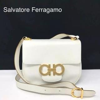 サルヴァトーレフェラガモ(Salvatore Ferragamo)の正規品 フェラガモ ガンチーニ レザー ショルダーバッグ(ショルダーバッグ)