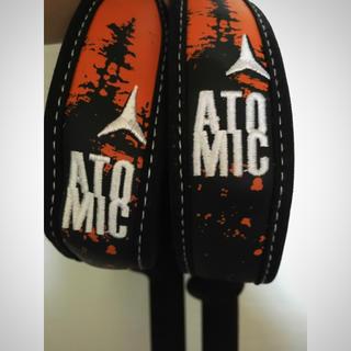 アトミック(ATOMIC)のatomic スキーポール スプレーワックスとセットです。(ストック)