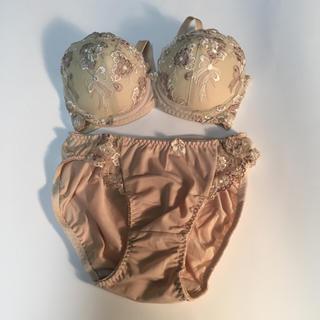 女性下着  ブラ&ショーツ  Mサイズ  ベージュ  新品未使用(ブラ&ショーツセット)