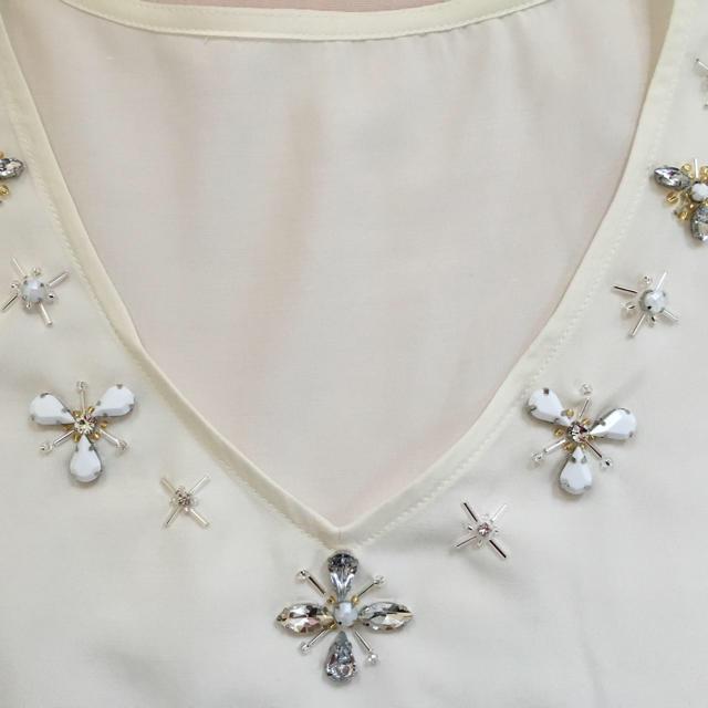 GU(ジーユー)のノースリーブペプラムトップス☆GUChesty風ビジューデザイン レディースのトップス(シャツ/ブラウス(半袖/袖なし))の商品写真
