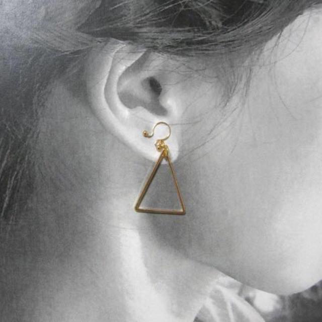 二等辺三角ノンホールピアス レディースのアクセサリー(イヤリング)の商品写真